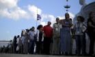 Cubanos fazem fila para homenagear Fidel Foto: CARLOS BARRIA / REUTERS