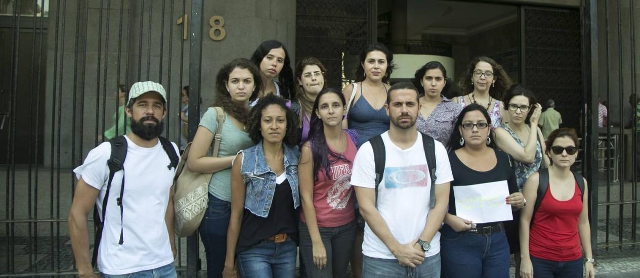 Bolsistas da Faperj, que ainda não receberam o pagamento de outubro Foto: Gabriel de Paiva / Agência O Globo