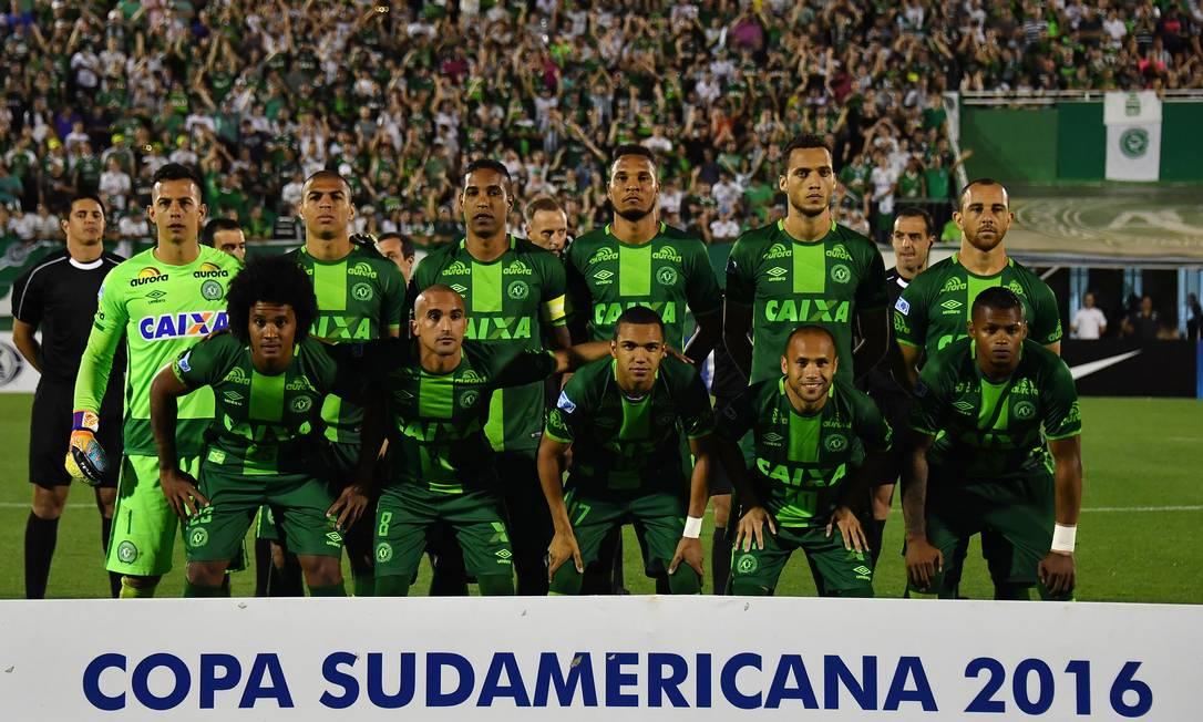 Em 24 de novembro a equipe posa para a foto oficial antes do jogo contra o San Lorenzo NELSON ALMEIDA / AFP