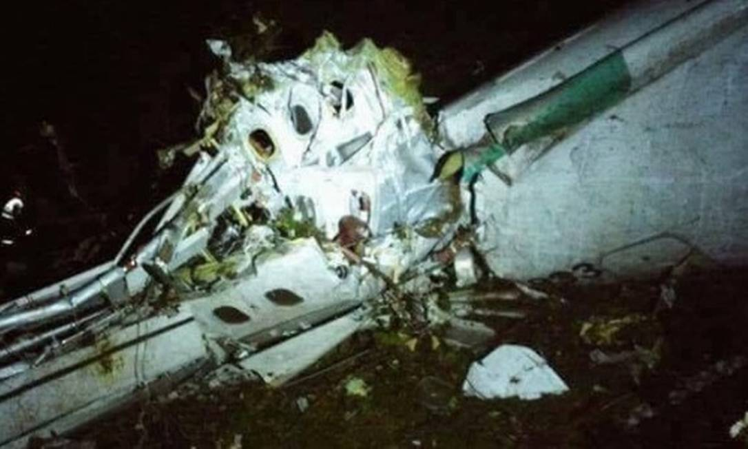 Destroços do avião no local do acidente. Reprodução