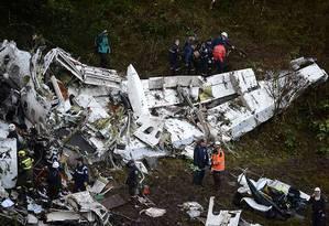 O avião levava 80 pessoas e caiu a três quilômetros do aeroporto. Foto: RAUL ARBOLEDA / AFP