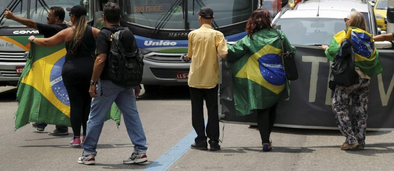 O trânsito prejudicado devido ao protesto em frente à Alerj Foto: Gabriel de Paiva / Agência O Globo