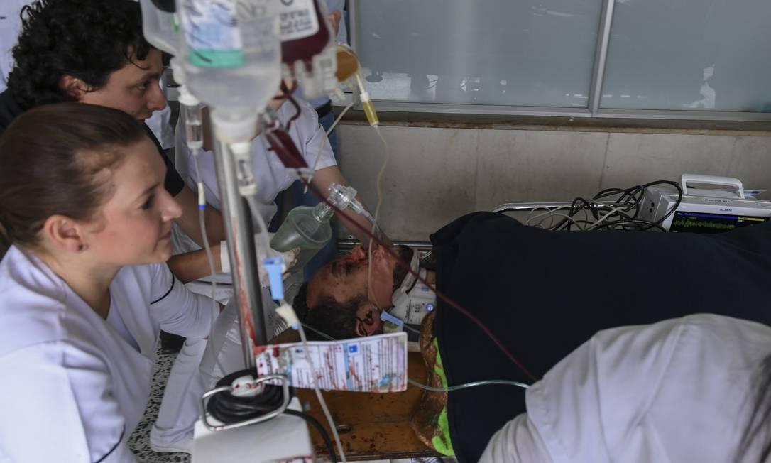 Ojogador Hélio Neto é resgatado com vida. LUIS ACOSTA / AFP