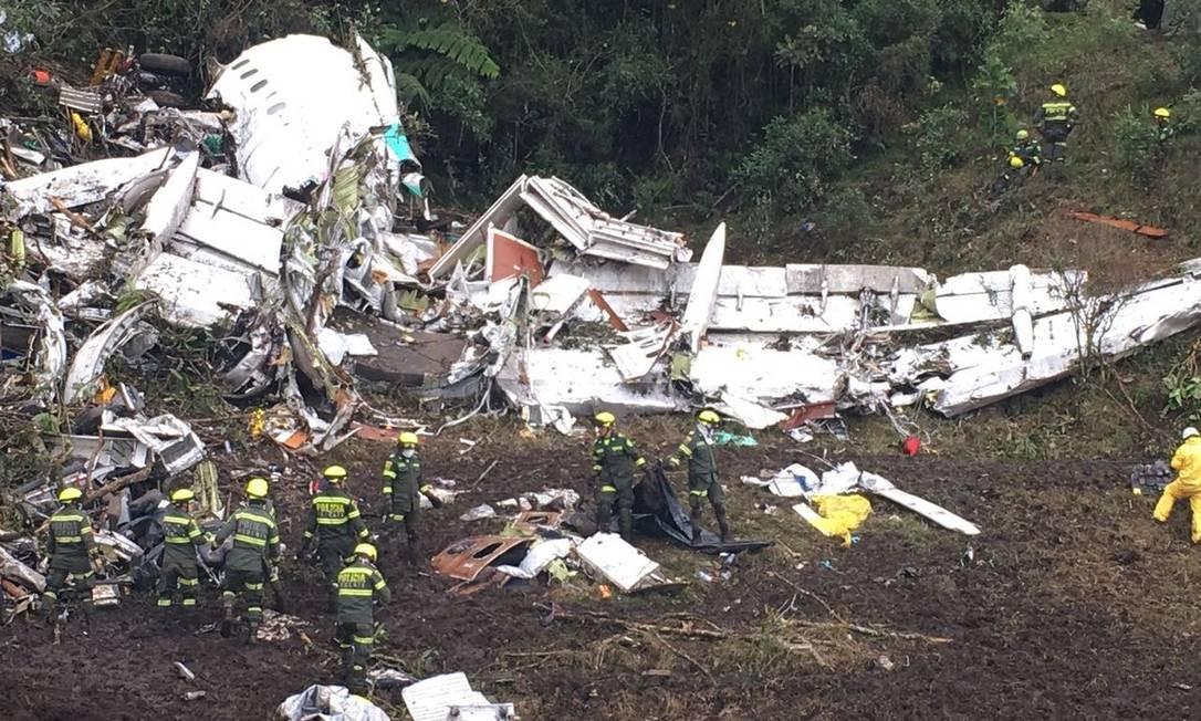 Destroços do avião que levava a equipe da Chapecoense para a Colômbia Foto: Aeronáutica Civil da Colômbia