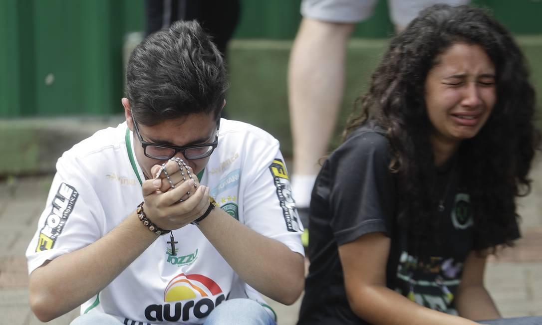 Torcedores desolados com a tragédia Andre Penner / AP