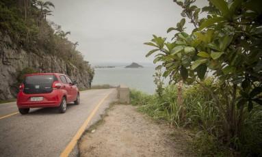 Área de penhasco entre a Prainha e a Praia do Abricó é usada para gravação de cenas de novelas em que carros são jogados na direção da praia Foto: Analice Paron / Agência O Globo