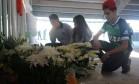 Eles levaram flores para o estádio em Santa Catarina Foto: Luiz Barp
