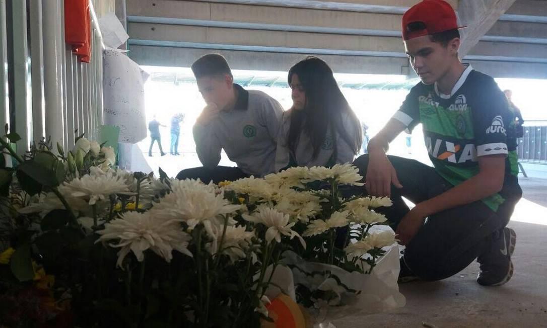 Eles levaram flores para o estádio em Santa Catarina Luiz Barp