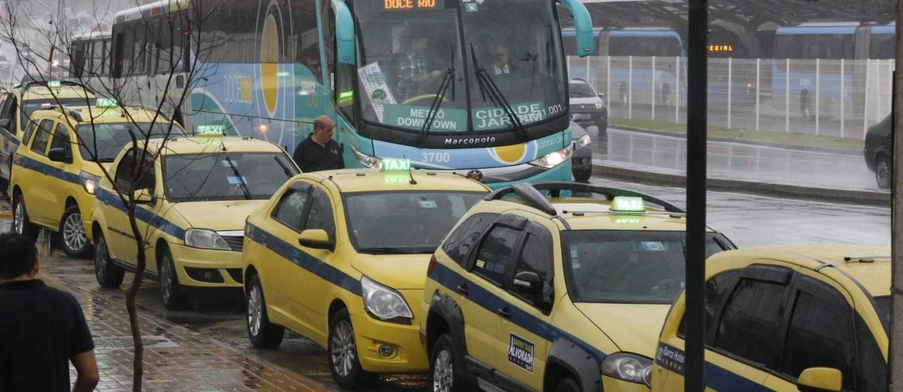 Ponto de táxi na Barra da Tijuca Foto: Domingos Peixoto em 20/09/2016 / Agência O Globo