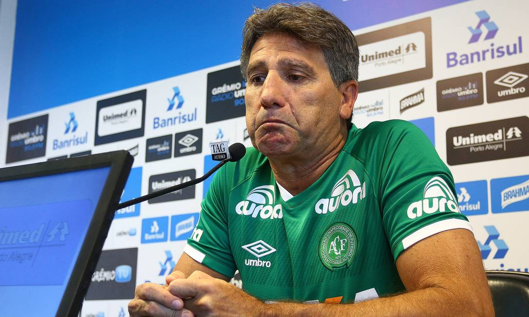 Renato Ga Cho Veste Camisa Da Chapecoense E Chora Em