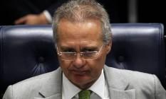 O presidente do Senado, Renan Calheiros (PMDB-AL), durante sessão no plenário Foto: Givaldo Barbosa / Agência O Globo