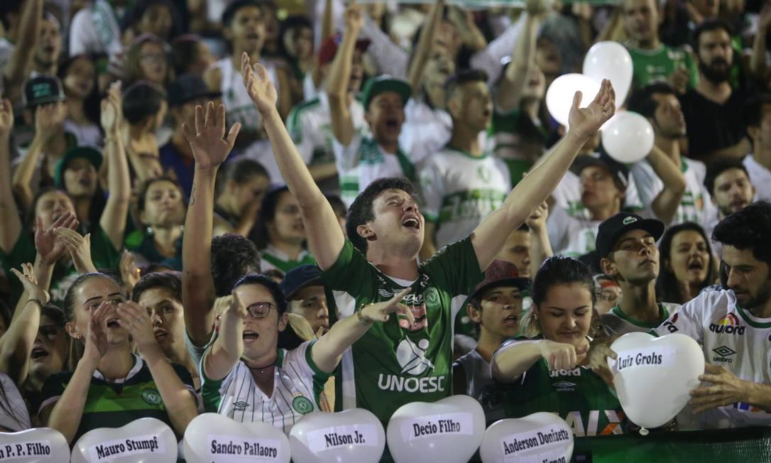 A emoção da torcida na Arena Condá, estádio da Chapecoense Agência O Globo