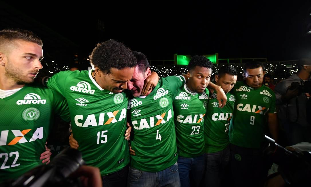Jogadores que não viajaram se emocionaram em Chapecó NELSON ALMEIDA / AFP