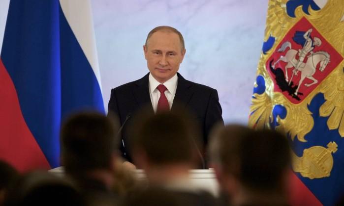 Vladimir Putin diz não procurar a confrontação, mas