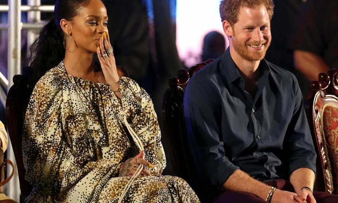 Que encontro! Duas das celebridades mais populares do mundo, a cantora Rihanna e o príncipe Harry se encontraram em Barbados Chris Radburn / ap
