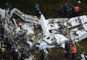 Os destroços do voo da LaMia Foto: RAUL ARBOLEDA / AFP