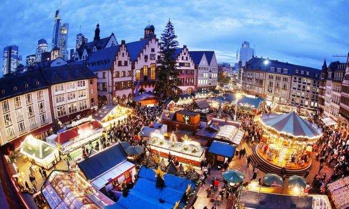 O mercado de Natal de Frankfurt Foto: Michael Probst / AP