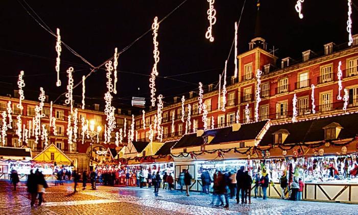 Plaza Mayor, em Madri, e seu mercados de Natal Foto: Divulgação