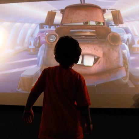 Crianças com desordens do espectro autista participam de sessão especial em cinema do Rio: problemas na interação social, comunição e comportamentos repetitivos são típicos destes distúrbios Foto: Pablo Jacob / Pablo Jacob