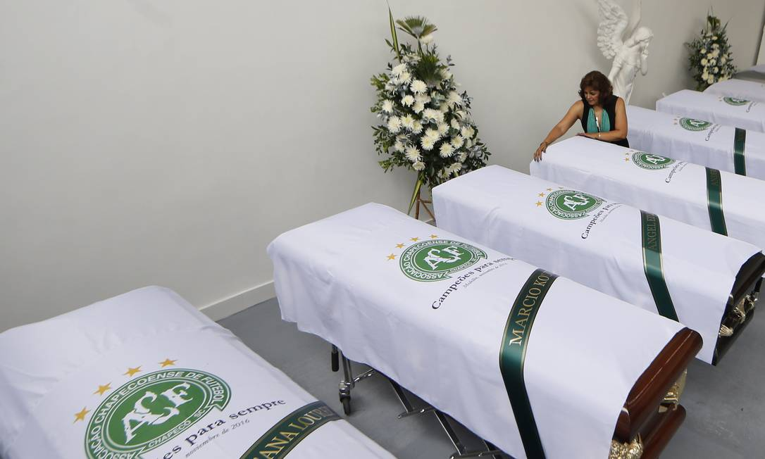 Corpos das vítimas já liberados pelo IML de Medellín Antonio Scorza / Agência O Globo