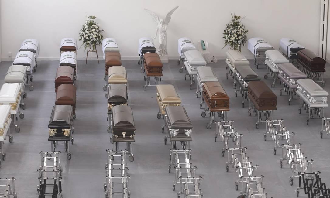 Antes da decolagem dos aviões, os corpos dos brasileiros serão levados em comboio pelas ruas de Medellín até o aeroporto Antonio Scorza / Agência O Globo