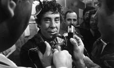 Buscetta fala com a imprensa após ser preso pela segunda vez no Brasil em 1983 Foto: Olívio Lamas/25-10-1983