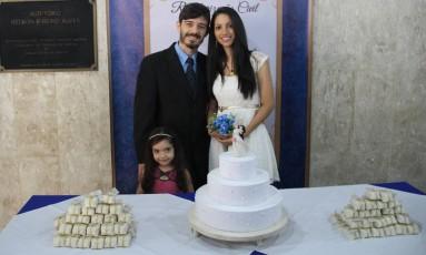 Aldo Ferreira da Rocha e sua mulher, Ana Gleice Oliveira da Silva, já são pais da pequena Júlia Foto: Gustavo Lethier/TJRJ