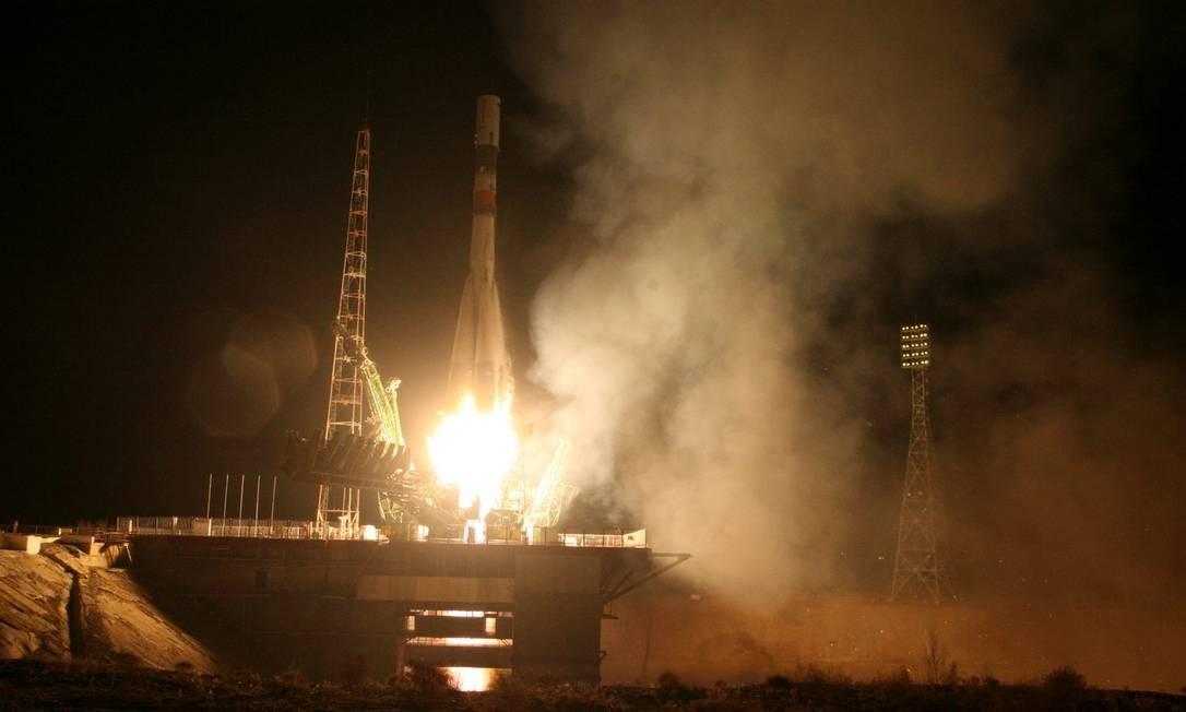 O foguete Soyuz-U carregando a cápsula Progress parte do cosmódromo de Baikonur na noite desta quinta no horário local, início da tarde no Brasil: provável falha no terceiro estágio levou à perda da nave de carga, que deveria chegar na ISS neste sábado Foto: HANDOUT / REUTERS