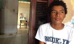 Francisco Reginaldo, 16 anos, trabalha há três anos e já fez diversos bicos Foto: Thays Lavor / O GLOBO