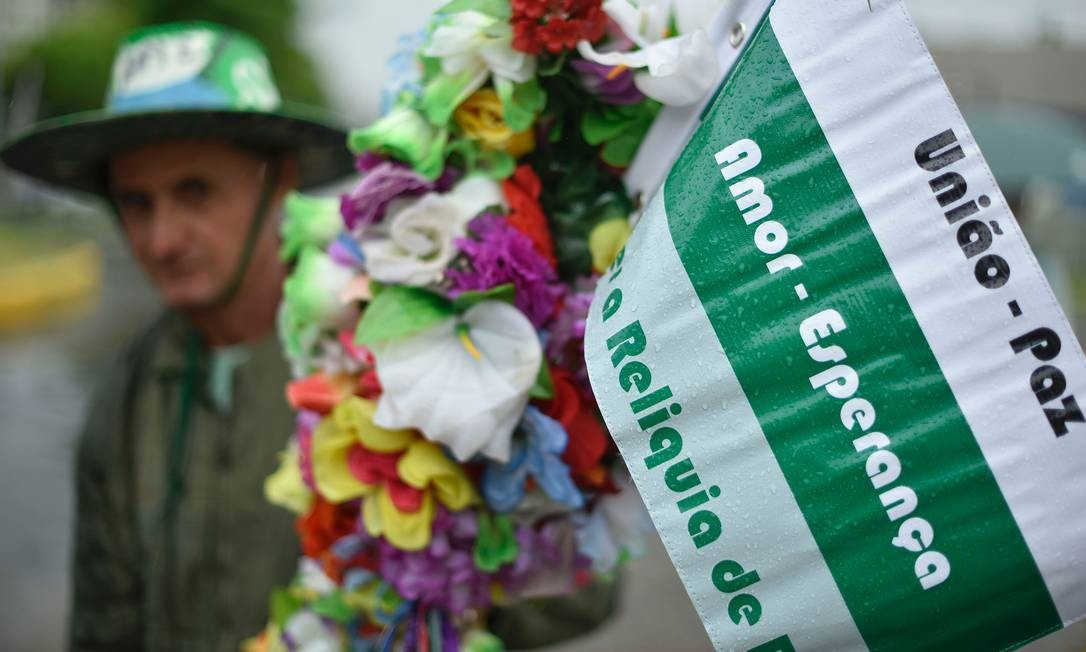 Por toda a parte em Chapecó há homenagens às vítimas do acidente aéreo DOUGLAS MAGNO / AFP
