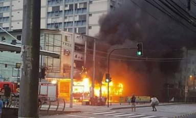 Ônibus pega fogo em Madureira Foto: Divulgação / Fetranspor