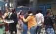 Estudantes preparam-se para entrar no campus da Estácio Foto: Clarissa Pains
