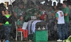 Velório do corpo de morto na tragédia da Chapecoense Foto: Reuters