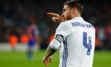 Sergio Ramos comemora após marcar, de cabeça, o gol do Real Madrid Foto: PAU BARRENA / AFP