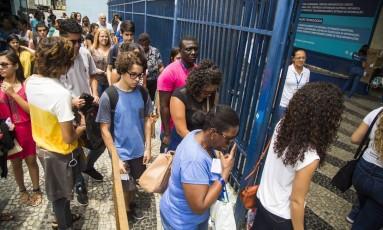 Alunos entram no campus da Praça Onze da Universidade Estácio de Sá: expectativas sobre o tema da redação deste domingo Foto: Barbara Lopes