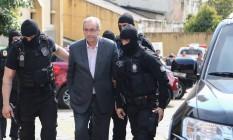 O deputado cassado Eduardo Cunha, ao ser preso, em outubro Foto: Geraldo Bubniak/20-10-2016