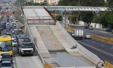 O obra do BRT Transbrasil, no Rio, estagnada Foto: Custódio Coimbra / Agência O Globo
