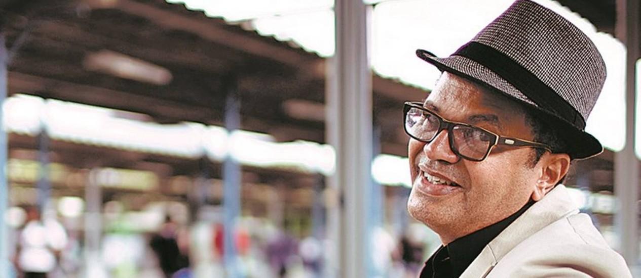 """Resgate: Marquinhos de Oswaldo Cruz na Central do Brasil: """"O samba tem esse segredo. Mais do que festa, é uma celebração aberta"""" Foto: Leo Martins / Agência O Globo"""
