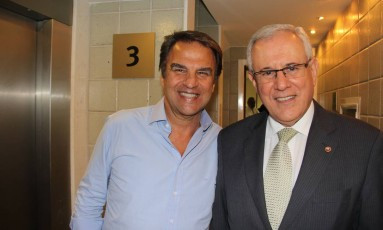 Mandato do procurador-geral de justiça Marfan Vieira, à direita, de terno, está no fim Foto: Divulgação / Marcelo de Holanda