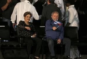 Dilma Rousseff e Lula na última homenagem a Fidel Castro, em Santiago de Cuba Foto: CARLOS BARRIA / REUTERS