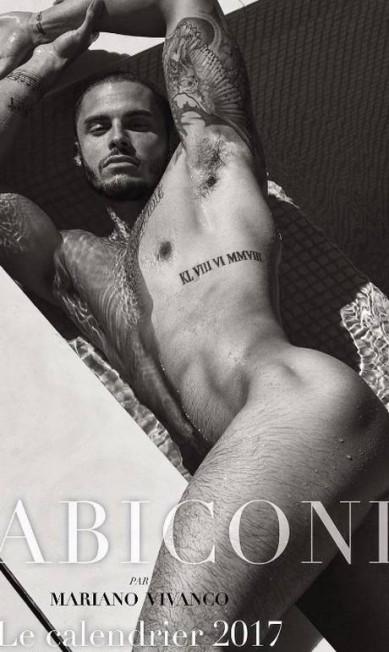 Modelo favorito de Karl Lagerfeld (estilista das grifes Chanel e Fendi) - e com mais de um milhão de seguidores no Instagram -, o francês Baptiste Giabiconi protagoniza um calendário (de 2017 e disponível em sites como o da Amazon) completamente nu, clicado por Mariano Vivanco Reprodução/ Instagram