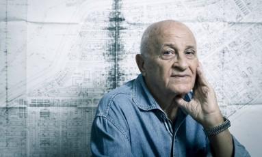 O arquiteto Giuseppe Badolato usou a própria experiência para projetar a Cidade de Deus: ele morou em uma garagem Foto: Agência O Globo / Leo Martins