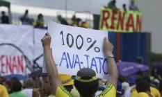 Manifestantes em frente ao Congresso Nacional Foto: Andre Coelho / Agência O Globo