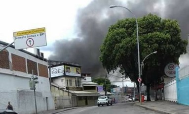 Coluna de fumaça pode ser vista de longe Foto: Divulgação / Padre Miguel News
