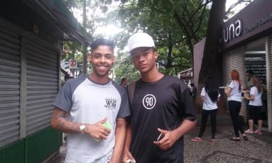 Victor Vilela (à direita), com o amigo Vitor Eduardo: 'racista é racista e sempre vai ser', diz Foto: Gabriela Garcia