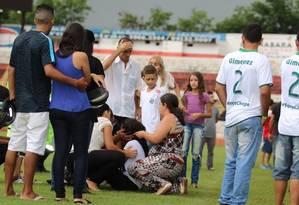 Parentes e amigos ficam sem reação após a briga entre a mãe e a viúva de Gimenez Foto: Cleber Akamine/Globoesporte.com