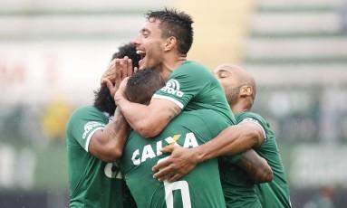 Alan Ruschel comemora gol em partida pelo campeonato Brasileiro Foto: Marcio Cunha/AP
