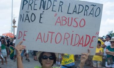 Manifestante em Salvador (BA) protesta contra corrupção Foto: Andre Muzell/AGIF / Agência O Globo