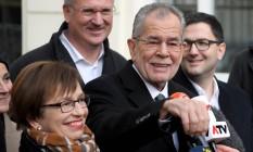 Vitorioso. Alexander van der Bellen, do Partido Verde, terá que unir austríacos divididos por campanha agressiva Foto: AFP