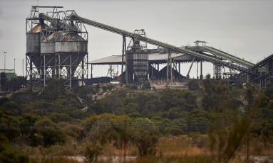 Uma usina de carvão produz energia na cidade de Collie, no Oeste da Austrália Foto: STRINGER / REUTERS